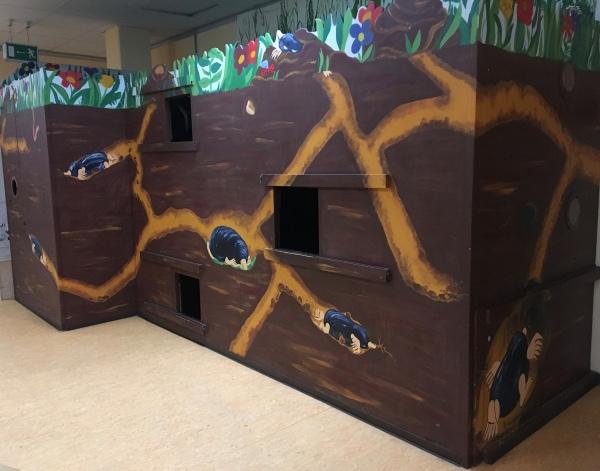 Kinderhöhle aus Holz